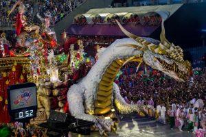 Rio de Janeiro float, knights battling a dragon
