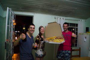 giant_pizza_beer_brazil